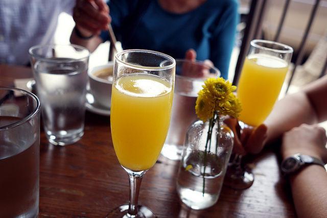 preparare cocktail in casa - Mimosa