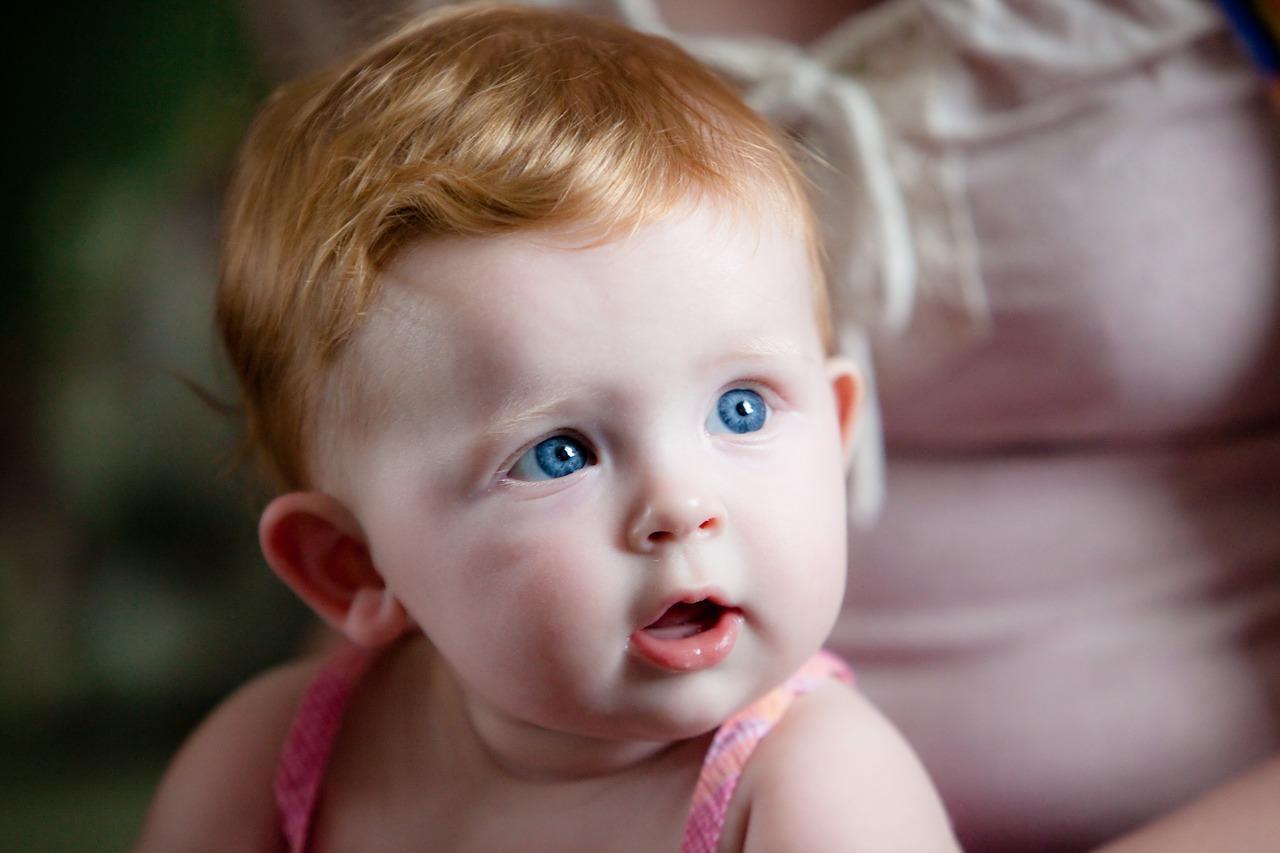 bambini occhi azzurri