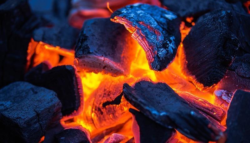 Carbonio risalente cenere vulcanica