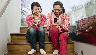Cellulare in classe: lo portano 9 studenti su 10