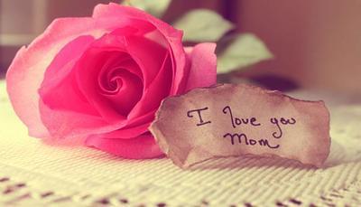 Festa della mamma: lavoretti e frasi da dedicarle