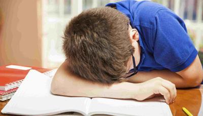 Compiti in classe in un giorno, quando sono troppi?