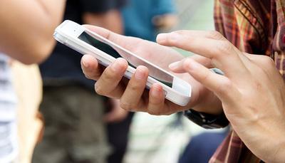 Arriva il patentino per l'uso dello smartphone