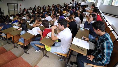 Gli studenti universitari al tempo della crisi: la laurea non basta più