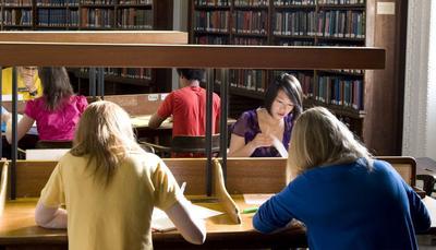 Università aperta nel weekend per studenti sotto esame!