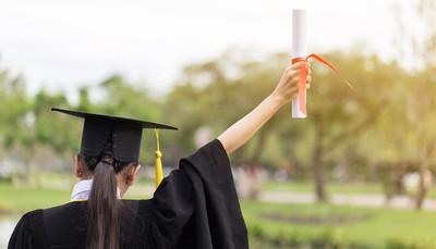 Università, qualcosa si muove: più laureati e meno fuori corso. E c'è più lavoro