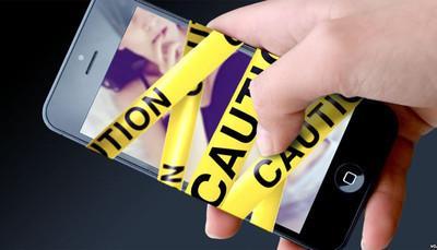 Sexting, più di 2 adolescenti su 10 si scambiano foto hot sui social. Col rischio 'contagio' sempre in agguato