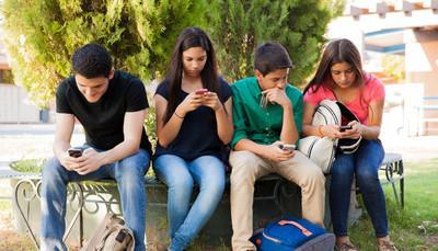 Social network, 4 adolescenti su 10 conoscono solo la metà dei propri 'amici'