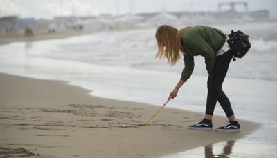"""Gita scolastica """"green"""": quasi 500 studenti puliscono 13km di spiaggia"""