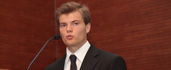 Aleksej, il moderatore che pratica body-building