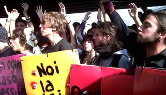 Corteo pacifico a Roma, scontri a Milano e Torino
