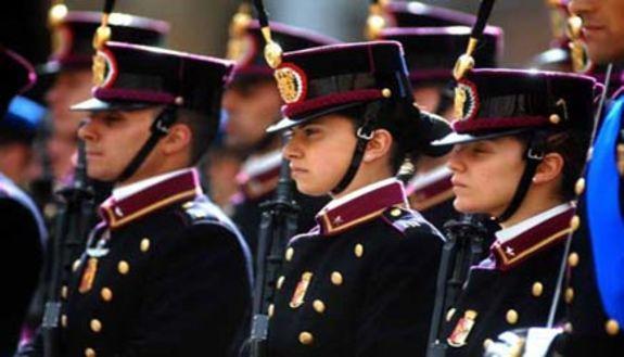 Mamma, mi arruolo: il fascino delle forze armate