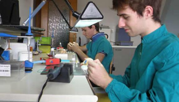 Profumo: servono laboratori moderni e tecnologici