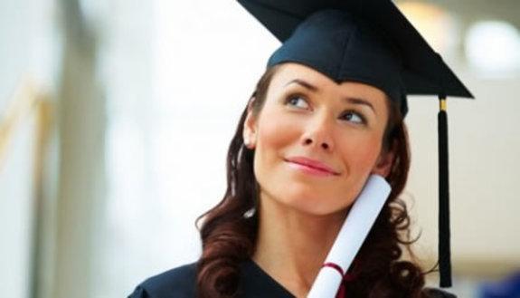 Laurea triennale per lavorare e guadagnare di più
