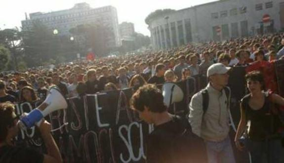 Manifestazioni studenti, scontri in tutta Italia