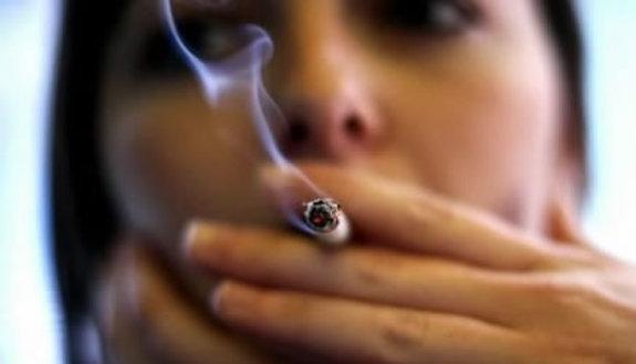 77% dei prof fuma a scuola, persino i presidi