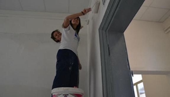 Occupano scuola per dipingerla, rischio sospensione