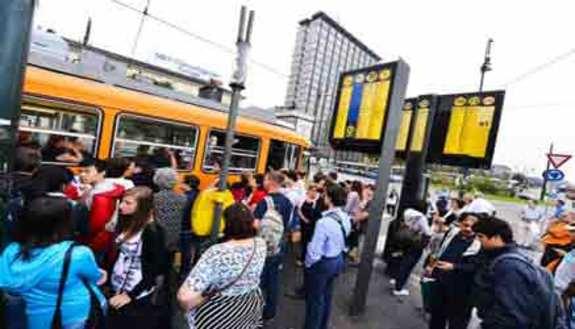 Mezzi pubblici, più di 200 euro per andare a scuola