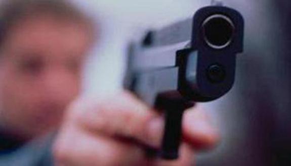 Occupazione shock, il vigilante armato spara