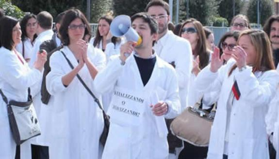 Beffa dopo i test: niente borse per 5mila medici