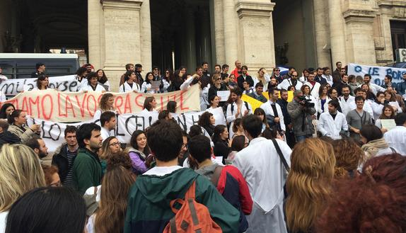 Test specializzazioni mediche, protesta al Miur