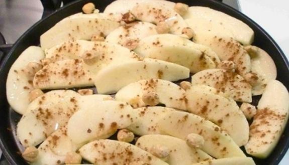 Mele al forno con nocciole e cannella