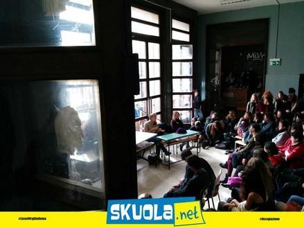 Skuola nelle scuole okkupate