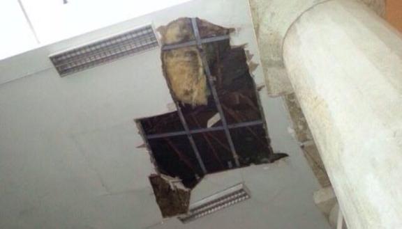 Crolla soffitto in una scuola di Padova, è allarme