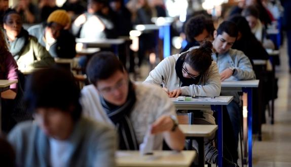 Test Medicina: meno 1000 posti, studenti arrabbiati