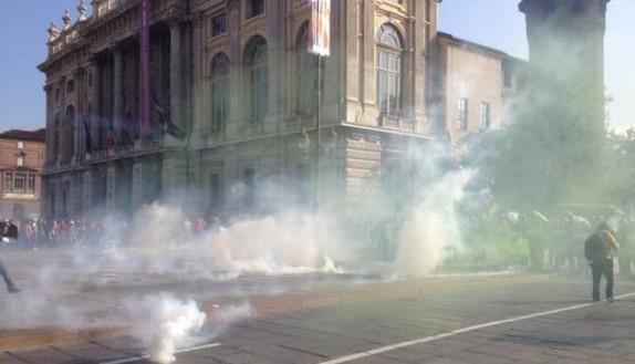 Studenti a Torino, caos in piazza