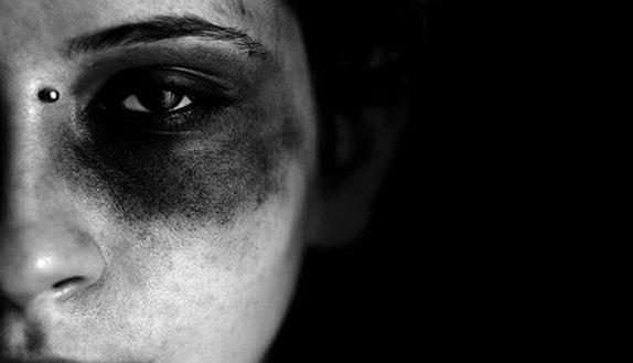 13enne stuprata e ricattata da compagni di scuola