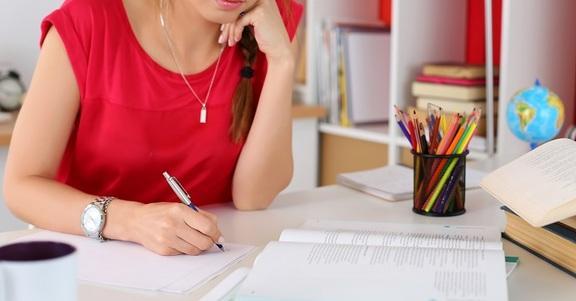 6 ottime ragioni per uscire con una studentessa di Lettere