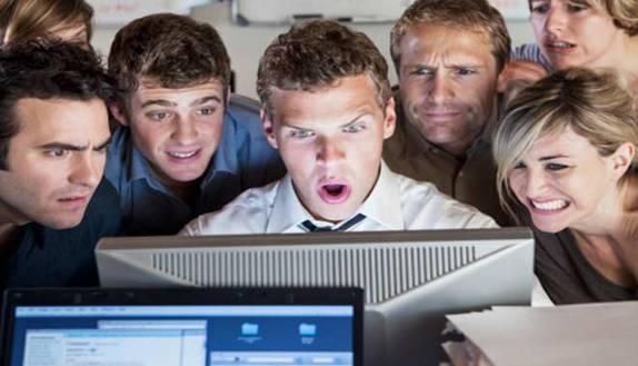 Lavoro: 10 trucchi per non perderlo a causa di Fb