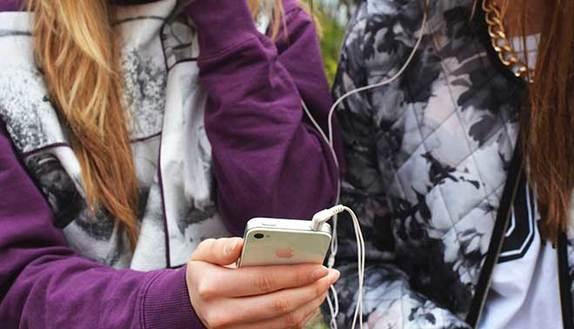 Meno di 16 anni? Vietato lo smartphone a scuola