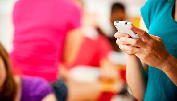 Smartphone in classe: i prof possono sequestrarli?