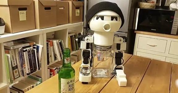 Arriva Robot Drinky: il compagno di bevute per non bere mai da soli!
