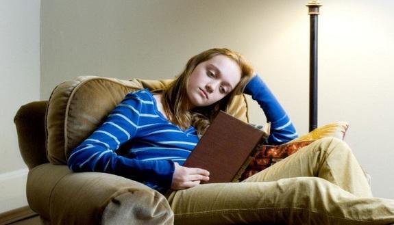 Compiti delle vacanze, tutti contro i prof: genitori sul piede di guerra, studenti copiano dal web