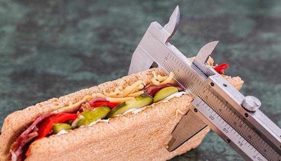 10 soluzioni strategiche per godersi le feste mangiando senza ingrassare