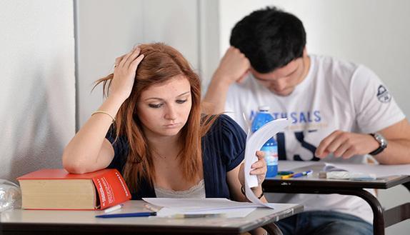 Gli errori delle tracce di maturità: non solo gli studenti sbagliano