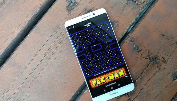 Instant Games Facebook: su Messenger arriva PacMan