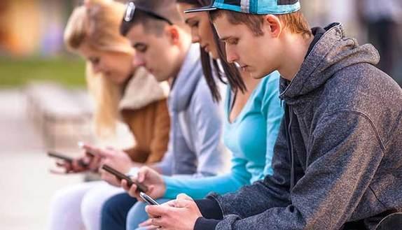 Chat, selfie e privacy: identikit Generazione Z