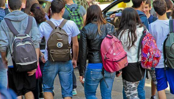 Tornelli a scuola e ingresso con badge: studenti e prof in rivolta