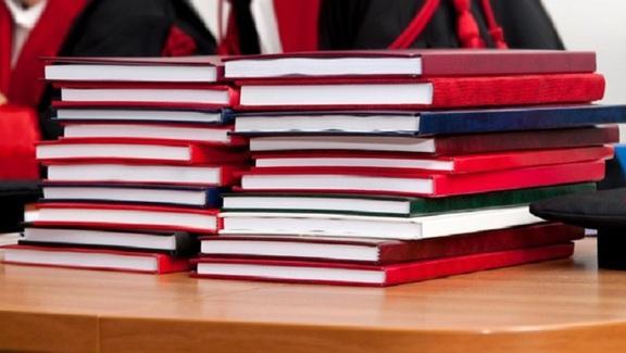 Università, prof copiano tesi della studentessa: condannati