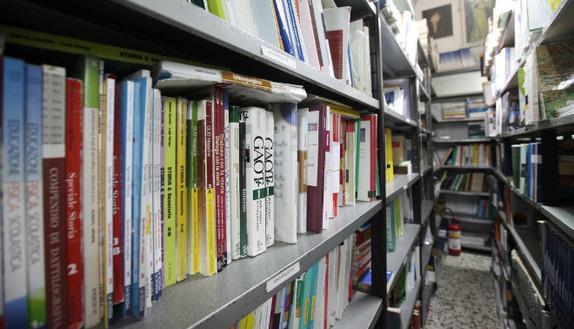Libri scolastici, il nuovo batte l'usato. E l'acquisto si fa online