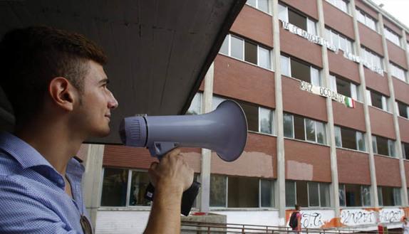 Mancano i prof? Gli studenti protestano e occupano