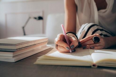 Non riesci a finire i compiti? Impara a scrivere un tema in 10 mosse