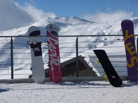 Snowboard per principianti: piste facili e snowpark dove imparare in Italia