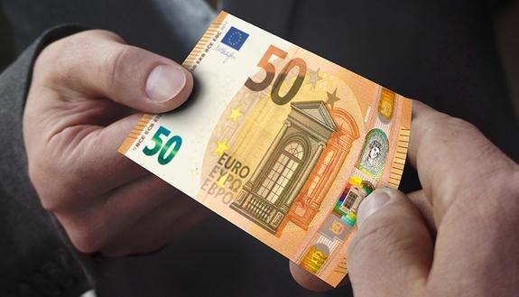 Bonus 18enni, in cambio dei 500 euro si 'vendono' soldi