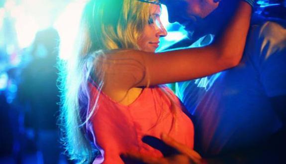 """Giovani """"drogati di sesso"""": dilagano chem sex, revenge porn e rapporti a rischio"""