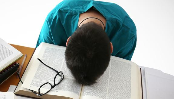 Estate con debito scolastico: come sopravvivere